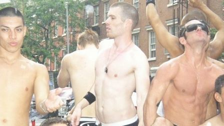 Blok_o_nyu_yorke_happy_pride_parade_2010_thumb_main