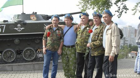 V_krasnoyarske_otmetili_den_vdv_thumb_fed_photo_thumb_main
